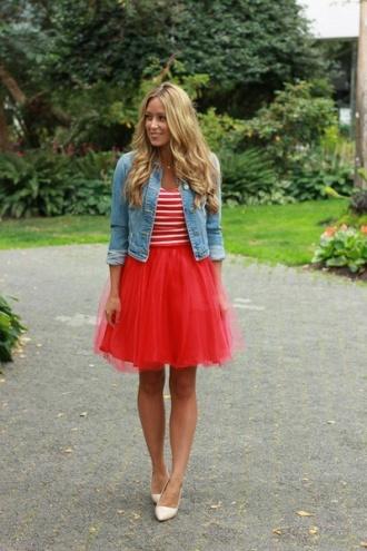 La combinación me parece buenísima pero creo AME el color de la falda